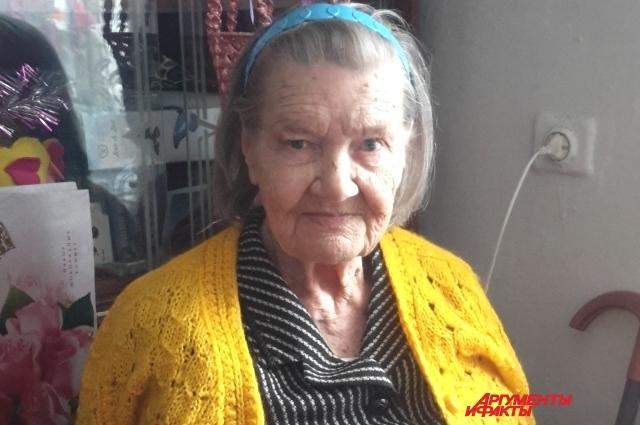 Наталье Иннокетьевне Мишариной очень понравилсч кардиган, который связала иркутская школьница.