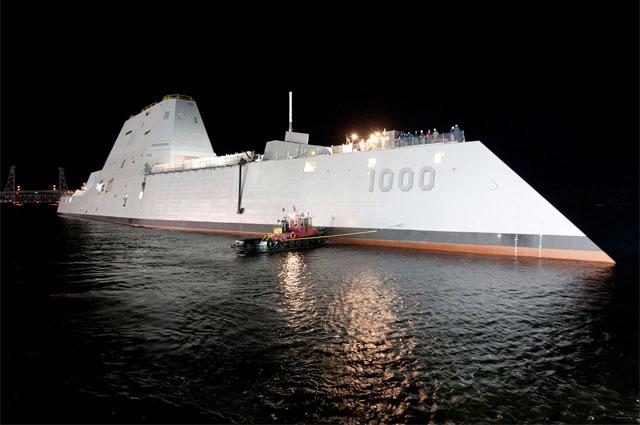 Головной корабль класса USS Zumwalt (DDG-1000) после спуска на воду в 2013 году.