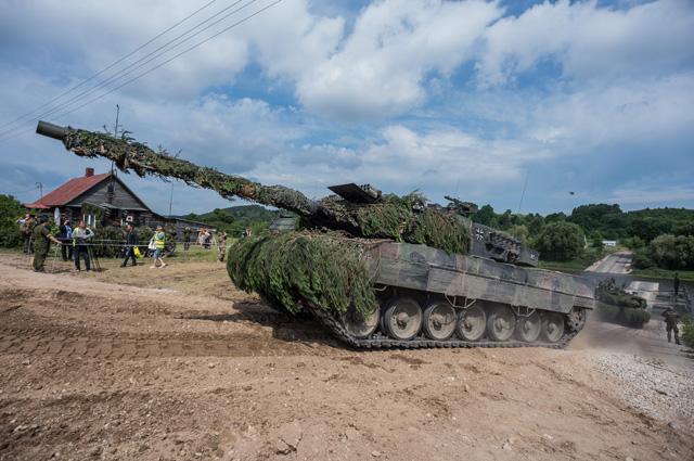 Военные учения НАТО «Железный волк-2017» в Ионавском районе Литвы. Естественно, условный противник у них Российская армия.