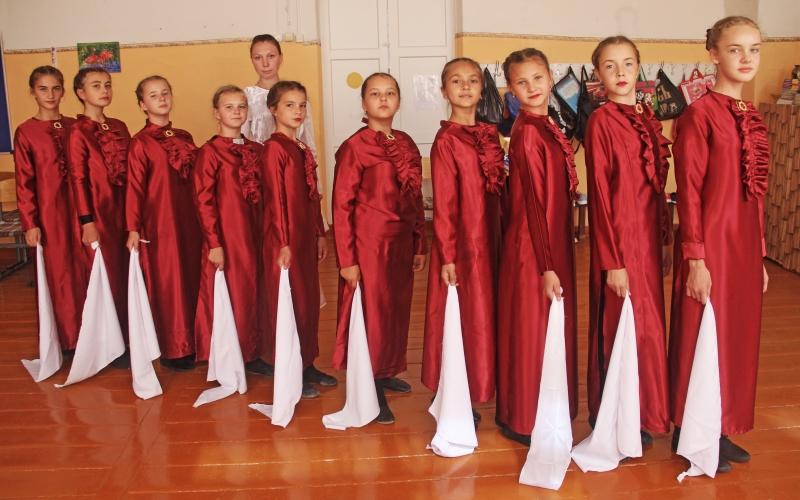 Классный руководитель 6-го класса Татьяна Ходорова и её подопечные.
