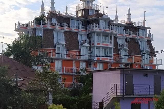 Есть в Новом Афоне и дорогие отели.