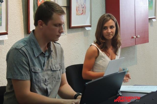 Михаил Матыко и Наталья Поповкина занимаются с пациентами живописью и музыкой