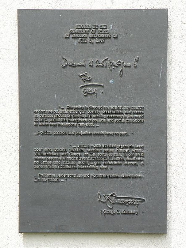 Мемориальная доска на памятнике Маршаллу на Лангвассере. Нюрнберг