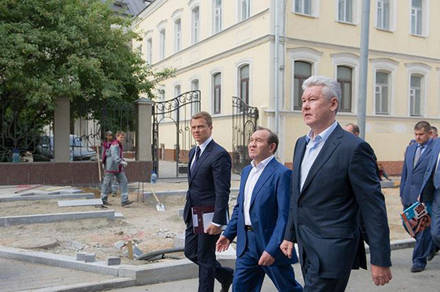 Сергей Собянин осматривает ход работ по благоустройству улиц