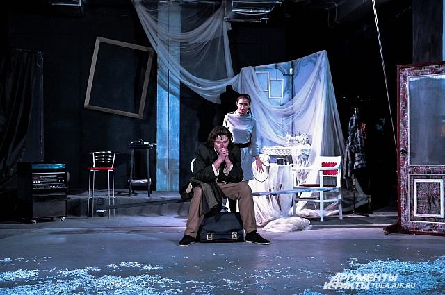 Сцена из спектакля.