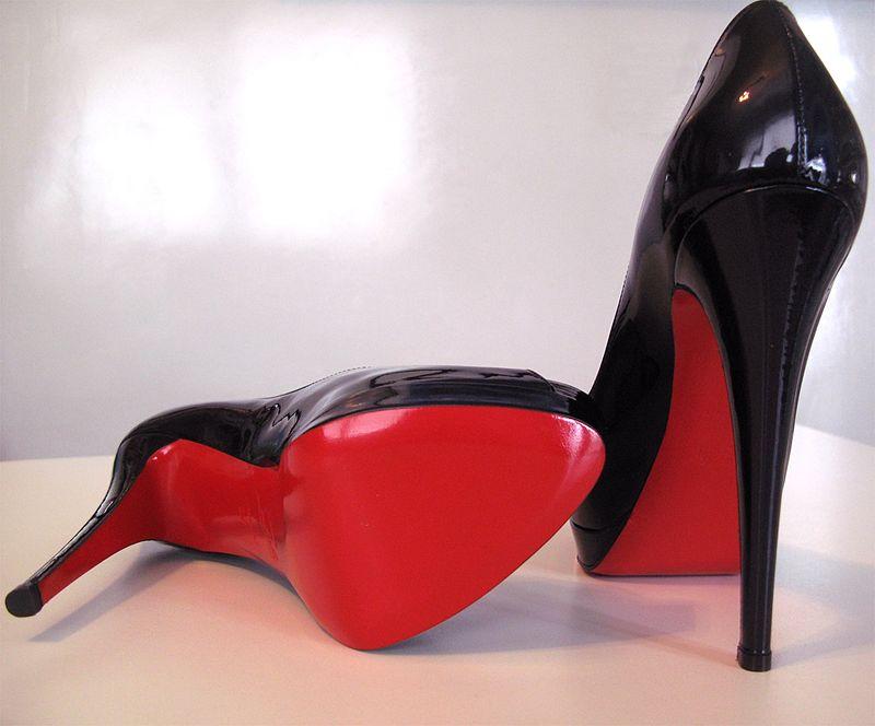 Оригинальные туфли от Кристиана Лубутена.
