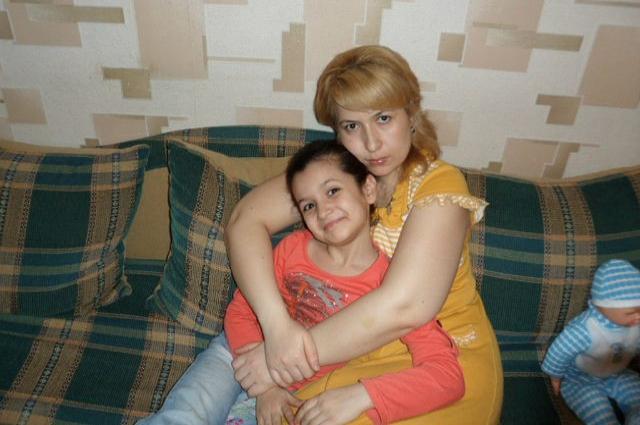 11-летняя Айгуль и её мама Джаннет не смогли выбраться из подъезда. Их похоронили в на родине - в Дагестане.