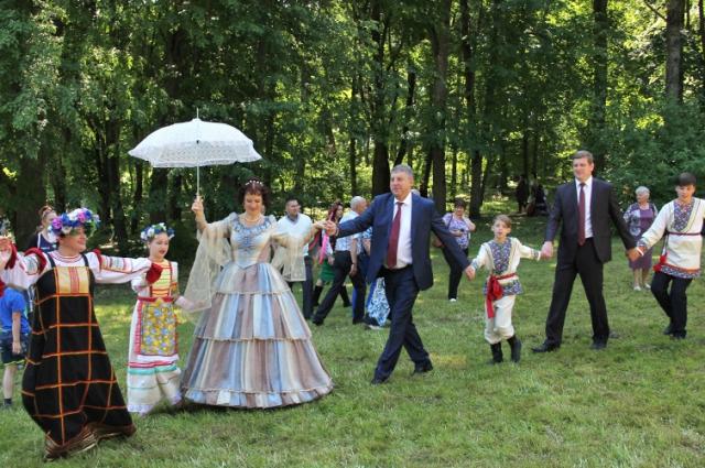 Губернатор Александр Богомаз принял участие в торжествах в Овстуге.