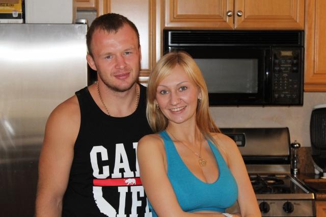 Александр живёт со своей семьёй в Омске.