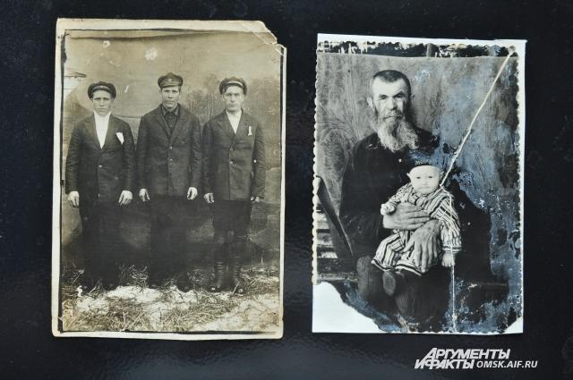 Омич бережно хранит фотографии своей семьи.