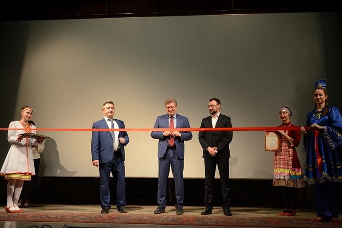 Открытие кинотеатра было прироучено к удачному завершению Года кино.
