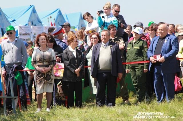 Жителей Ростовской области наградили памятным знаком «80 лет Ростовской области».