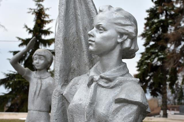 Скульптуры на территории Ульяновского музея-мемориала В.И. Ленина в Ульяновске.