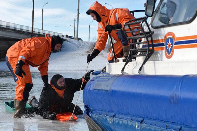 Безопасность на водоёмах зимой будут обеспечивать около 19тыс. спасателей.