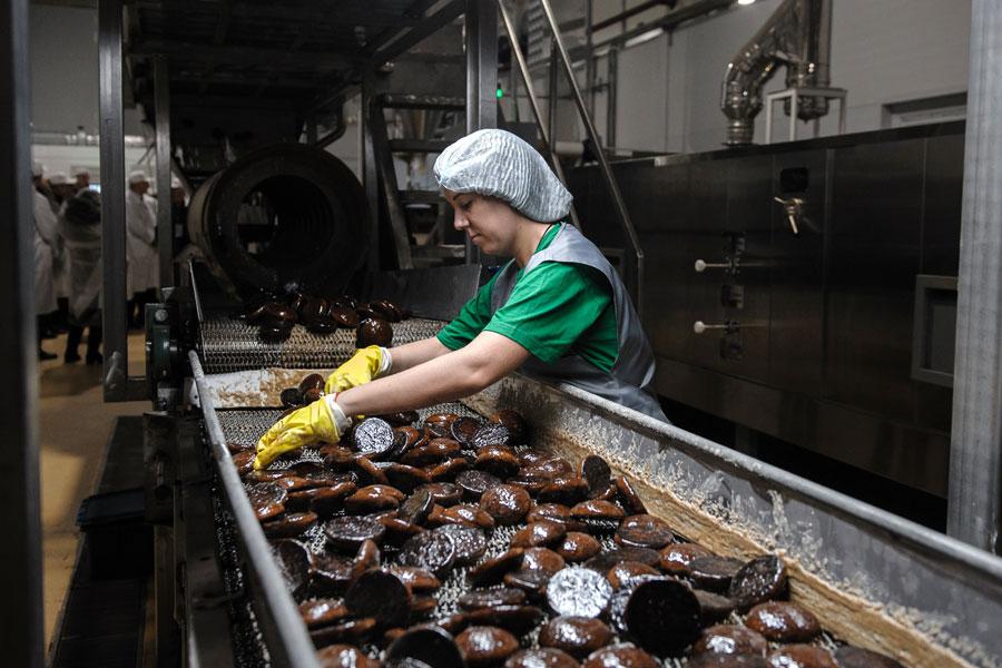 Комбинат «Сажинский» выпускает более 150 наименований кондитерской продукции, прежде всего это пряники и печенье.
