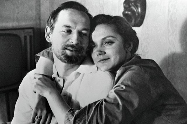 Ирина Купченко вроли Жени иВасилий Лановой вроли Николая вфильме Юлия Райзмана «Странная женщина» (1977).