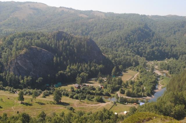 Вид из Голубиного грота в Мурадымово.