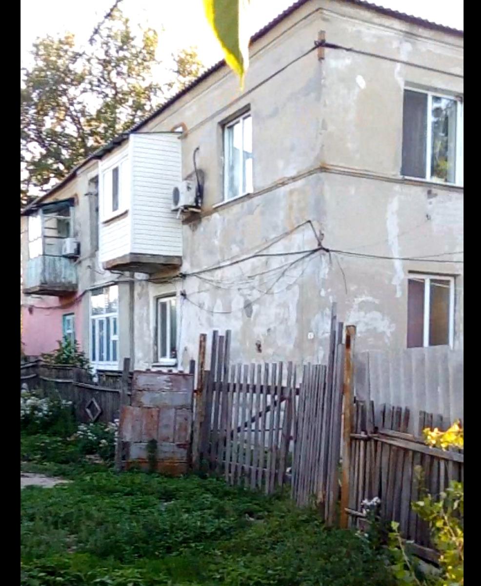 Этот дом имеет два адреса: российский и украинский.