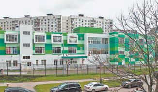 Здание школы № 1543  является украшением двора ивсего района.