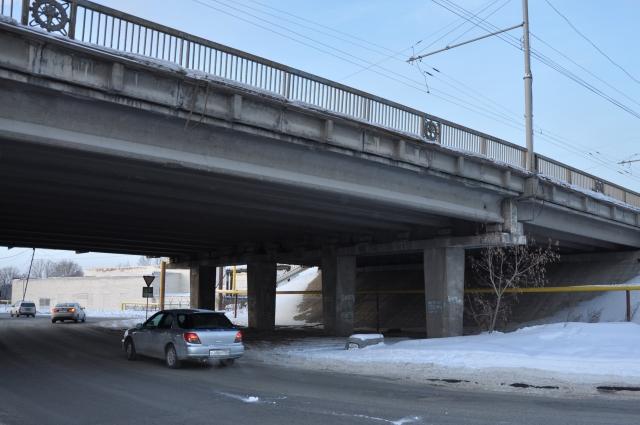Проезд под Димитровским мостом.