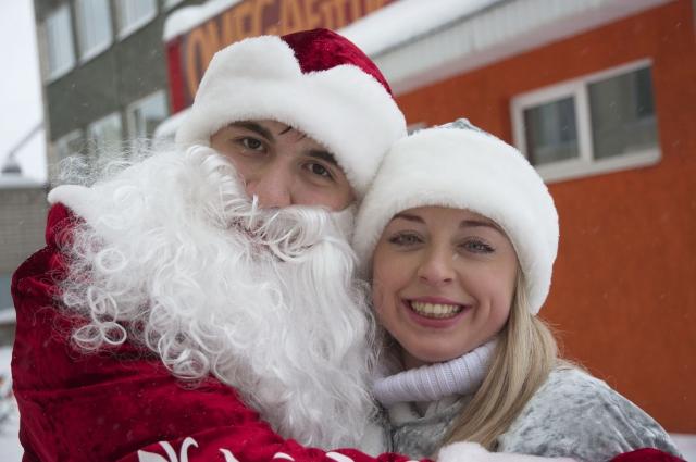 Канонический образ Деда Мороза с внучкой Снегурочкой как обязательных персонажей новогоднего праздника сформировался уже в советское время.