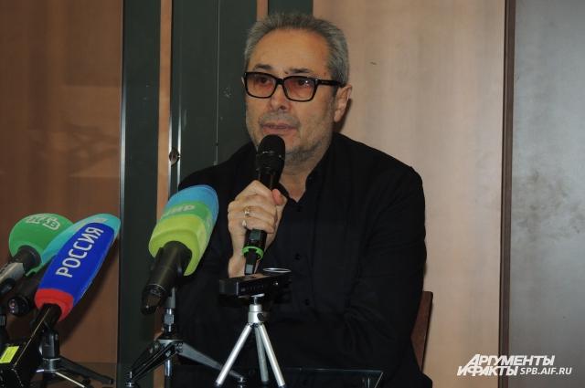 Худрук Александринки рассказал о 14 годах работы в театре.