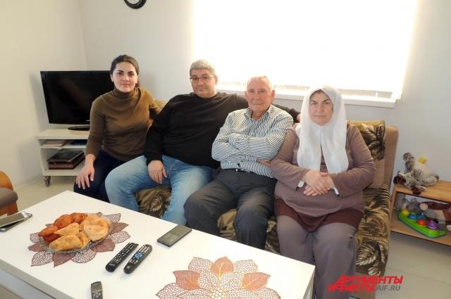 Маджид Каттау и его родители переехали в Панахес из сирийского Алеппо.