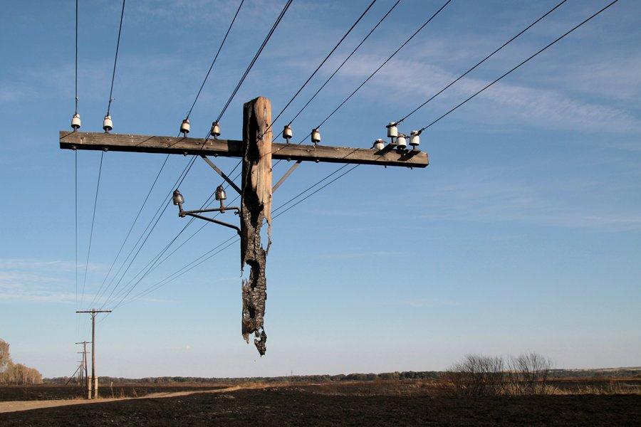Тот самый сгоревший столб, фотография которого обошла все мировые СМИ