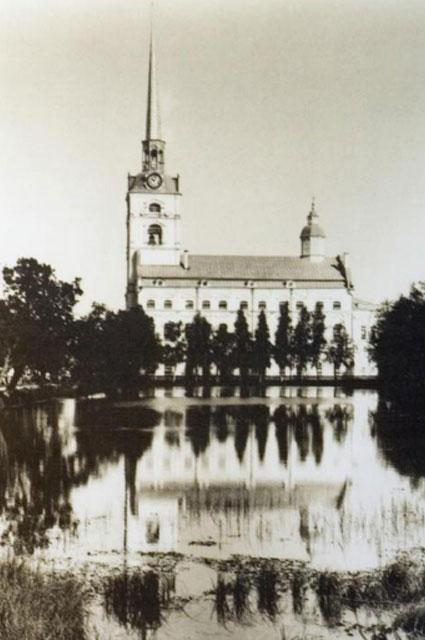 Призрак управляющего Петропавловским парком до сих пор охраняет этот пруд.