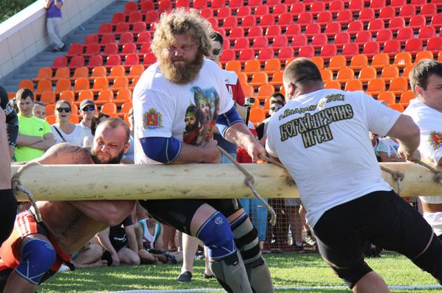 Футбольным болельщикам явно понравятся «Богатырские игры» русских силачей.