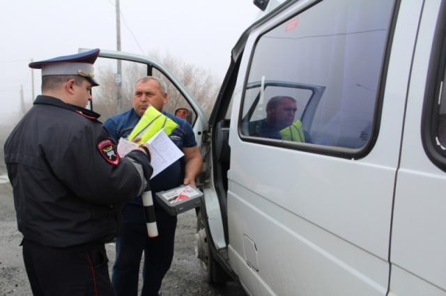 Без «путевки» шофер не имеет права начинать работу. Именно в этом документе содержатся отметки о предрейсовом и послерейсовом медицинском осмотре.