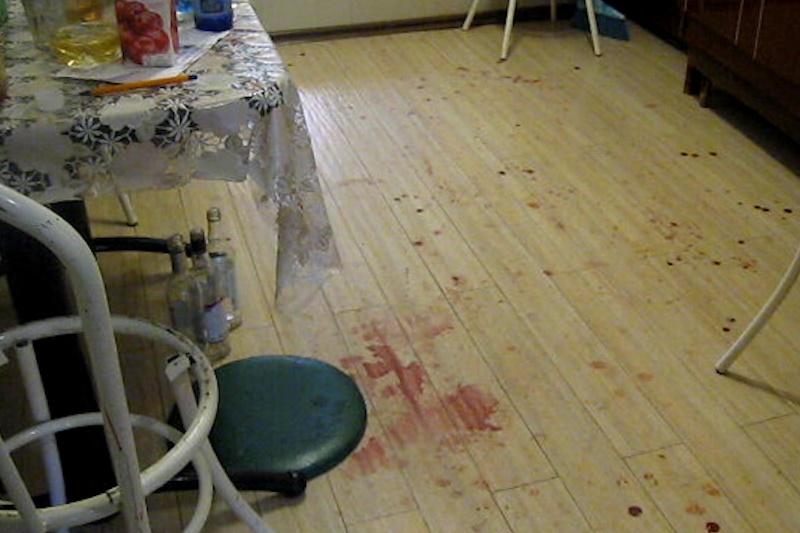 место преступления, кровь, бутылки, застолье, заглушка