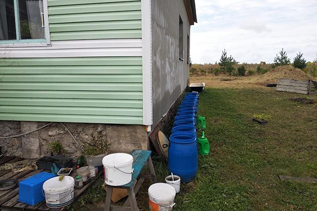 Заполянцам приходится собирать дождевую воду для технических нужд.