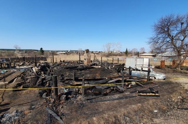 Пожарным удалось локализовать пожар на площади 100 квадратных метров.
