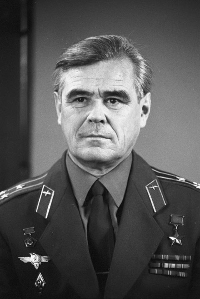 Лётчик-космонавт СССР, Герой Советского Союза Василий Григорьевич Лазарев