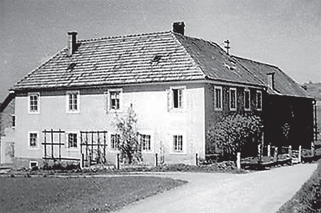 Дом, где прятались наши офицеры.