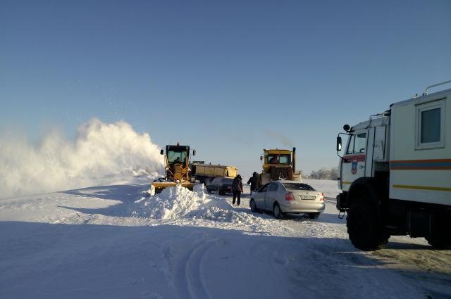 На орской трассе все-таки появилась снегоуборочная техника.