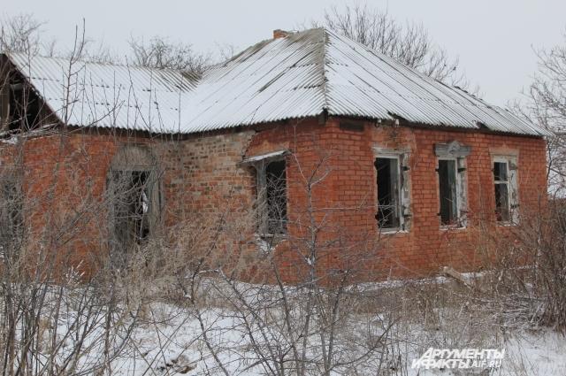 Брошенные дома в прилегающем к Гукову посёлке.