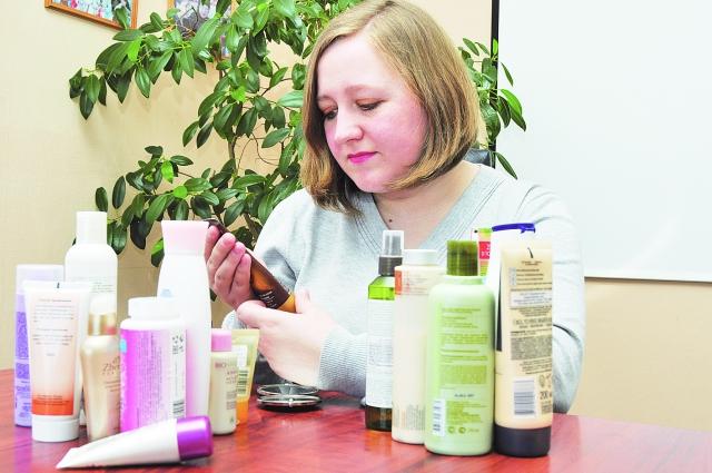 Выбрать подходящую косметику непросто. За советом можно обратиться к консультанту магазина или косметологу.