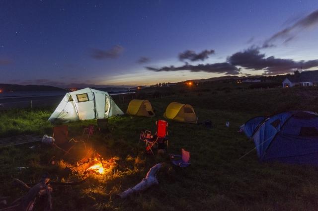 На природе можно отдыхать не только в палатке, но и поехать в дом отдыха.