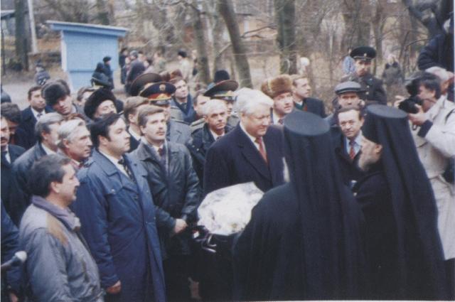 Приезд Ельцина в Псково-Печерский монастырь. 1994 год.