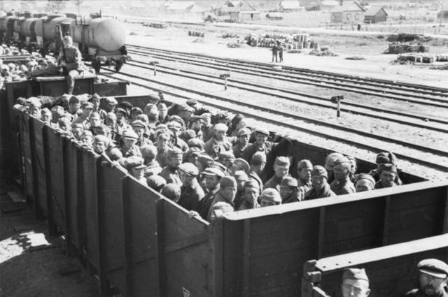 Перевозка советских военнопленных немцами 1941 год.