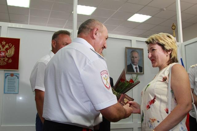 Самый торжественный момент – получение паспорта РФ.