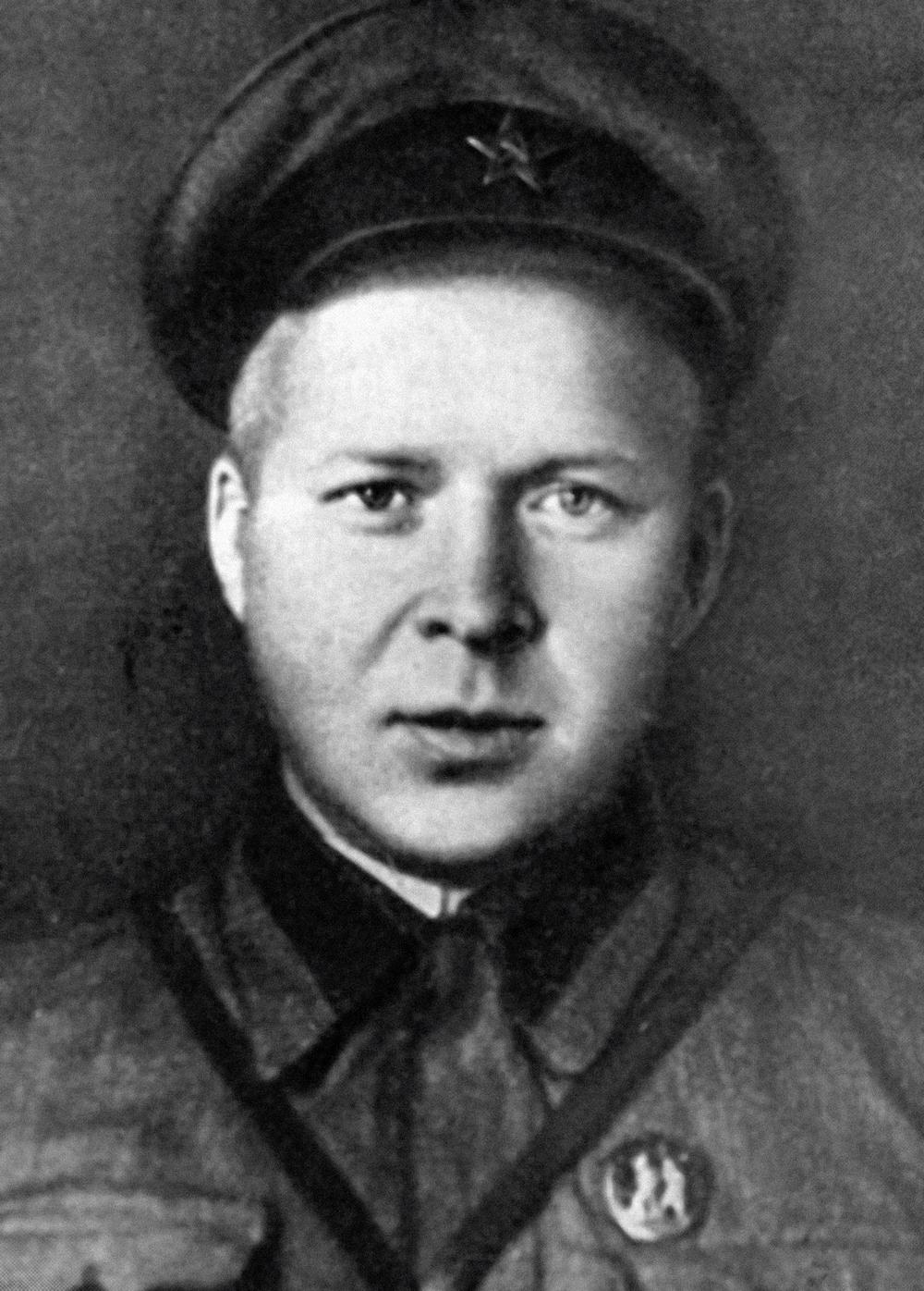 Аркадий Гайдар сначала Великой Отечественной войны был нафронте вкачестве корреспондента газеты «Комсомольская правда».