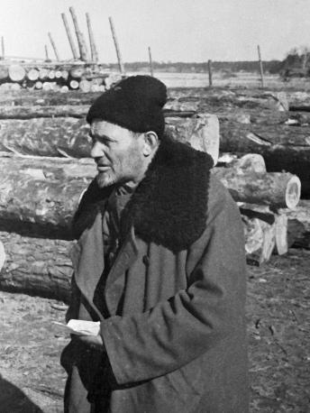 Сидор Ковпак осматривает новый плацдарм, 1943 г