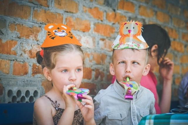 Психолог советует не сравнивать детей, особенно двойню и близнецов.