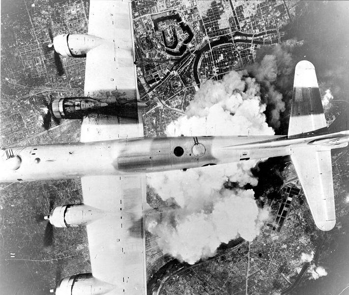 B-29 над Осакой. 1 июня 1945 года