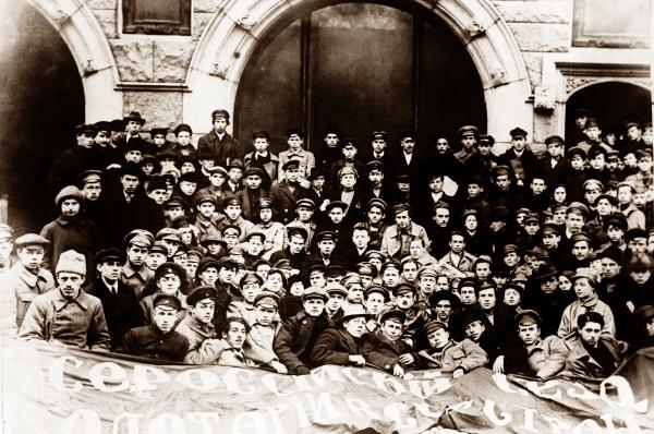 Делегаты I Всероссийского съезда союзов рабочей и крестьянской молодёжи, на котором была создана общественно-политическая организация, впоследствии названная Всесоюзный Ленинский Коммунистический Союз Молодёжи (ВЛКСМ). Октябрь 1918 года