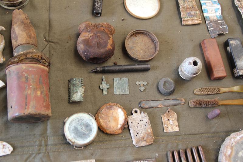 Экспозиция находок «Св. Гавриила» опровергает домыслы о запрете религиозной атрибутики на войне. Нательные крестики, иконки, ладанки извлекают повсеместно.