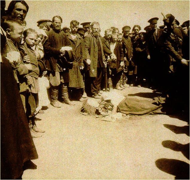 Жертвы давки на Ходынском поле во время торжеств по случаю коронования Николая II. 18 (30) мая 1896 год